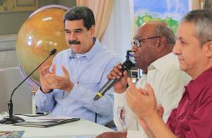 Maduro lanzó flores a los mini partidos, mientras no descarta volver a Barbados