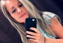 Sexy catira dejó cargando su celular, se fue a bañar y murió electrocutada en la bañera (Fotos)