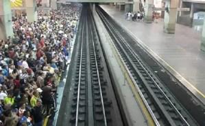 10:30 am ¡CAOS TOTAL! Se mantiene el retraso en la Línea 1 del Metro de Caracas (Videos) #18Sep
