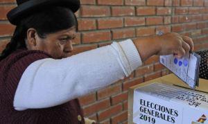 Carlos Mesa saca ligera ventaja sobre Evo Morales tras 50% del escrutinio electoral en Bolivia