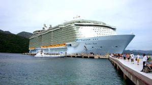 Los expulsaron del crucero por hacer una peligrosa sesión de fotos en medio del Caribe