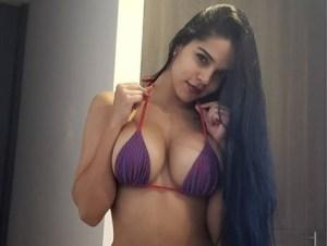 Ajá pilla… Daniela desata la locura con su hilacho de patilla (QUÉ RICO)