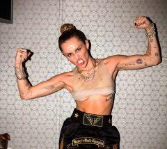 La pantaletica Calvin Klein de Miley Curys que le hizo alucinar a sus seguidores (FOTO)
