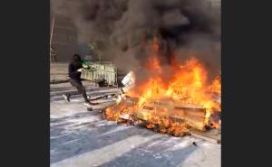 ¿Lógico? Saqueadores en Chile roban electrodomésticos para quemarlos justo después (VIDEO)