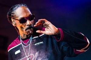 El rapero Snoop Dogg contrató a un empleado solo para que le arme los cigarrillos de marihuana