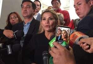 Evacuaron camuflada a la senadora Áñez ante riesgo de que adeptos de Evo tomen el centro de La Paz