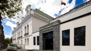 Ecuador confía en el restablecimiento democrático en Bolivia