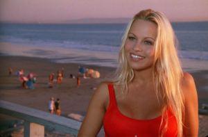 Pamela Anderson, de ser molestada por su niñera a violada por un grupo de jóvenes en la secundaria