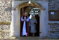 ¡Pica y se extiende! La reina Isabel fue vista con su hijo acusado de pedofilia tras asumir la custodia de Archie