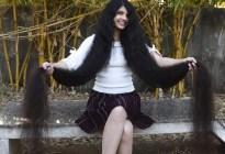 Adolescente rompe récord con el cabello más largo del mundo: 190 cm