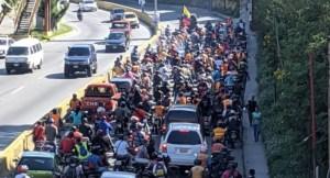PREVENIDOS: Chavismo da rienda suelta a sus colectivos… HORDA de motorizados se dirigen a Caracas (FOTOS)