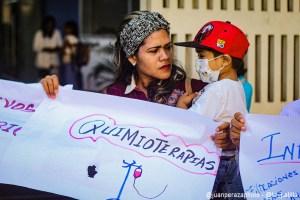 EN FOTOS: Así son los rostros de la agonía de familiares y pacientes del JM de los Ríos