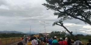 Así se encuentra el paso por el puente internacional Simón Bolívar #20Ene (Video)