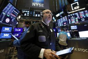 Las acciones de salud y tecnología lideran las ganancias iniciales en Wall Street