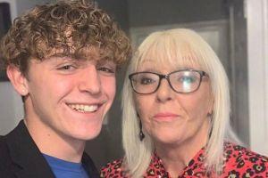 Joven dejó la universidad para hacer videos de TikTok con su abuela a tiempo completo
