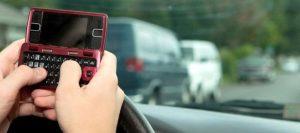 La policía cumple la ley que prohíbe enviar mensajes de texto al conducir en Florida