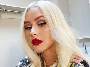 ¡Sin nada abajo! La foto de Christina Aguilera que Instagram podría censurar