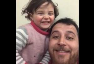 El tierno juego que inventó un padre sirio para que su pequeña no le tema a las bombas (VIDEO)