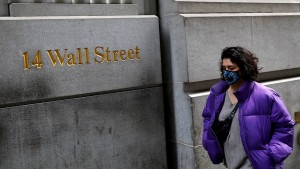 Wall Street termina en rojo, el Nasdaq cae 2,6%