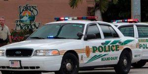Despedirán al policía que golpeó en la cara a una mujer en aeropuerto de Miami