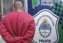 """Cuarentena en Argentina: Se disfrazó de """"Barney"""" para ver a su novia y terminó detenido"""