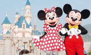 La curiosa razón por la que no hay espejos en los baños de Disney