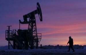 El petróleo cierra en leve alza