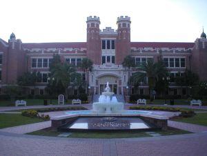 Al menos 12 universidades públicas de Florida tienen luz verde para reabrir en otoño