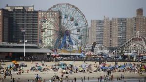 Las playas de Nueva York abrirán a los nadadores en julio