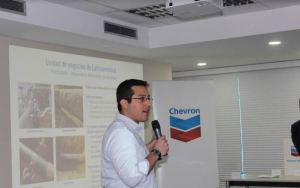 En una nueva fase de su profesión, Carlos Antepara se impone como conferencista