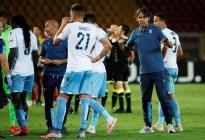 Expulsaron a un futbolista de la Lazio por... MORDER a su rival en pleno juego (VIDEO)