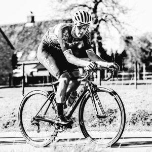 ¡Lamentable! Un prometedor ciclista belga muere por un infarto en plena carrera