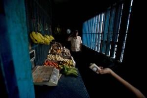 Venezolanos sacrifican todo para llevar alimentos a sus hogares