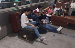 Venezolanos varados durmieron a la intemperie en el aeropuerto de Barajas (Fotos y Video)