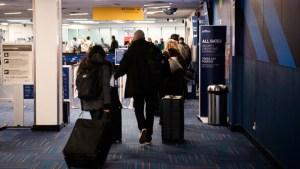Cuomo actualizará la lista de cuarentena de viajes a medida que bajan las cifras de virus en Nueva York