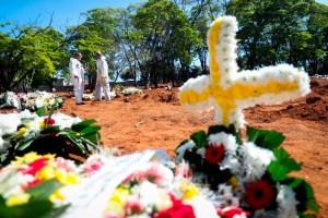 Brasil está acerca a las 595 mil muertes por coronavirus