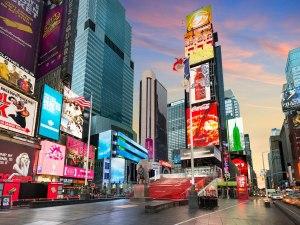 Empresas de Nueva York prometen contratar a 100 mil personas desfavorecidas para 2030