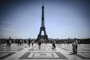 París prepara nuevas restricciones para frenar repunte de contagios