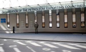 El ministro de Petróleo iraquí espera un acuerdo para aumentar sus exportaciones de crudo