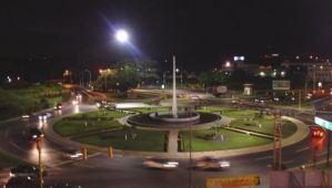 Se volcó y explotó un vehículo en la Redoma del Obelisco en Maracay (Video)