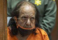 Pidieron 330 años de prisión para el actor porno Ron Jeremy por 30 delitos sexuales