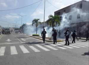 En Yaracuy, ante represión y amenazas, ciudadanos siguen protestando por cuarto día consecutivo (Fotos y Videos)
