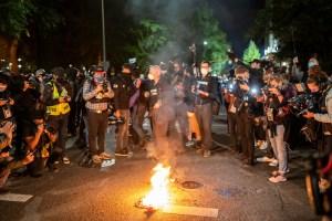 Las violentas protestas en Portland conducen a más de una docena de arrestos