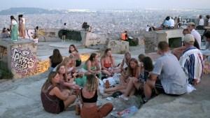 Una mutación del coronavirus originada en España se expandió por Europa a través de los turistas