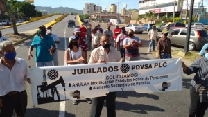 En Puerto La Cruz, jubilados de Pdvsa protestan para exigir pago de pensiones atrasadas #29Oct (FOTOS)