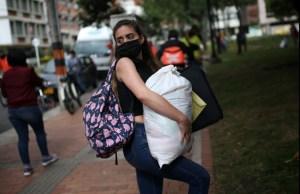 Estudio señala que migrantes venezolanos en Colombia sufren más las consecuencias económicas de la pandemia