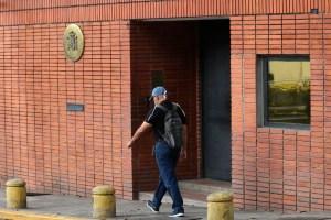 Funcionarios españoles piden proteger al personal de la embajada en Venezuela