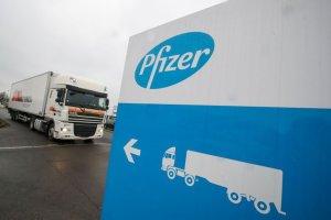 ¿Cinco o seis dosis? Controversia sobre las entregas de la vacuna de Pfizer