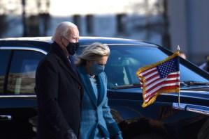 ¡Intencionales! Todo sobre los looks de Joe Biden y su esposa en la toma de posesión