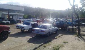 Echar un litro de gasolina en Cumarebo es una odisea